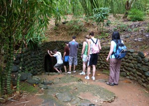 Entrance_to_Vinh_Moc_Tunnels-300x214 vietnam war